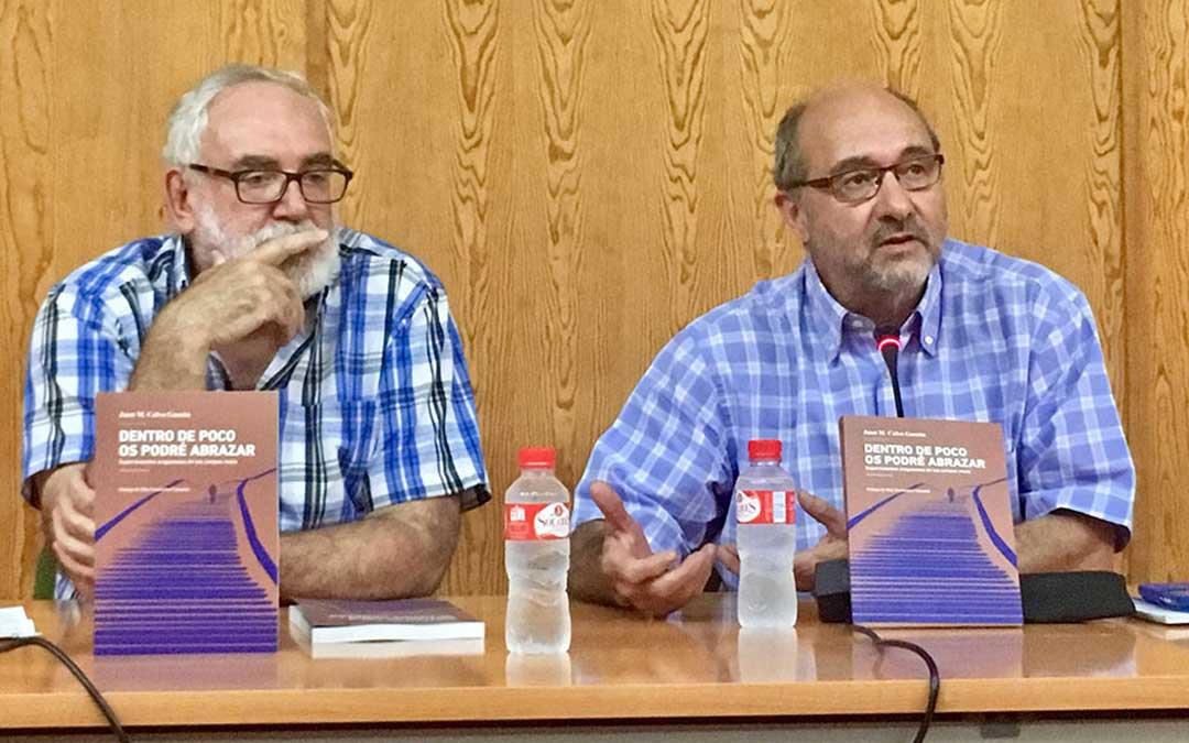 Juan Manuel Calvo (Ejulve, 1957) -a la derecha- presentó el jueves en Andorra su libro 'Dentro de poco os podré abrazar', editado por el CELAN.