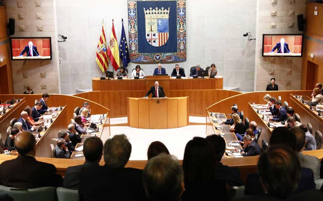 El candidato a la presidencia del Gobierno de Aragón ha pronunciado este martes su discurso de investidura. El miércoles se producirán las intervenciones de los grupos y la votación. Foto: PSOE