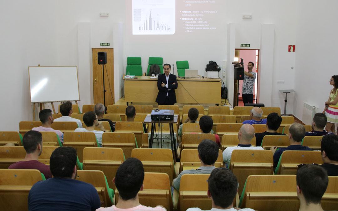 El director general de Endesa en Aragón, Ignacio Montaner, durante la presentación del curso de capacitación en renovables