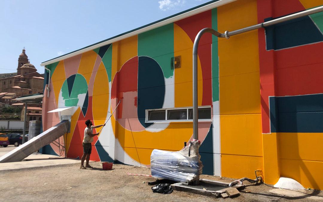 Pablo Purón pintando el mural. // Esther Icart