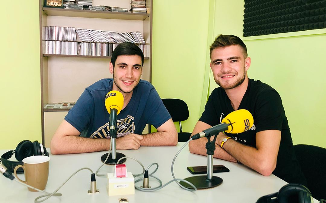 Dos miembros de la Peña Extorsión nos explican cómo será el torneo de tenis de mesa en Caspe.