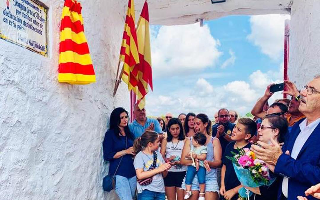 n Algunos de los muchos asistentes al acto de homenaje a Joaquín en la plaza de toros de Maella.