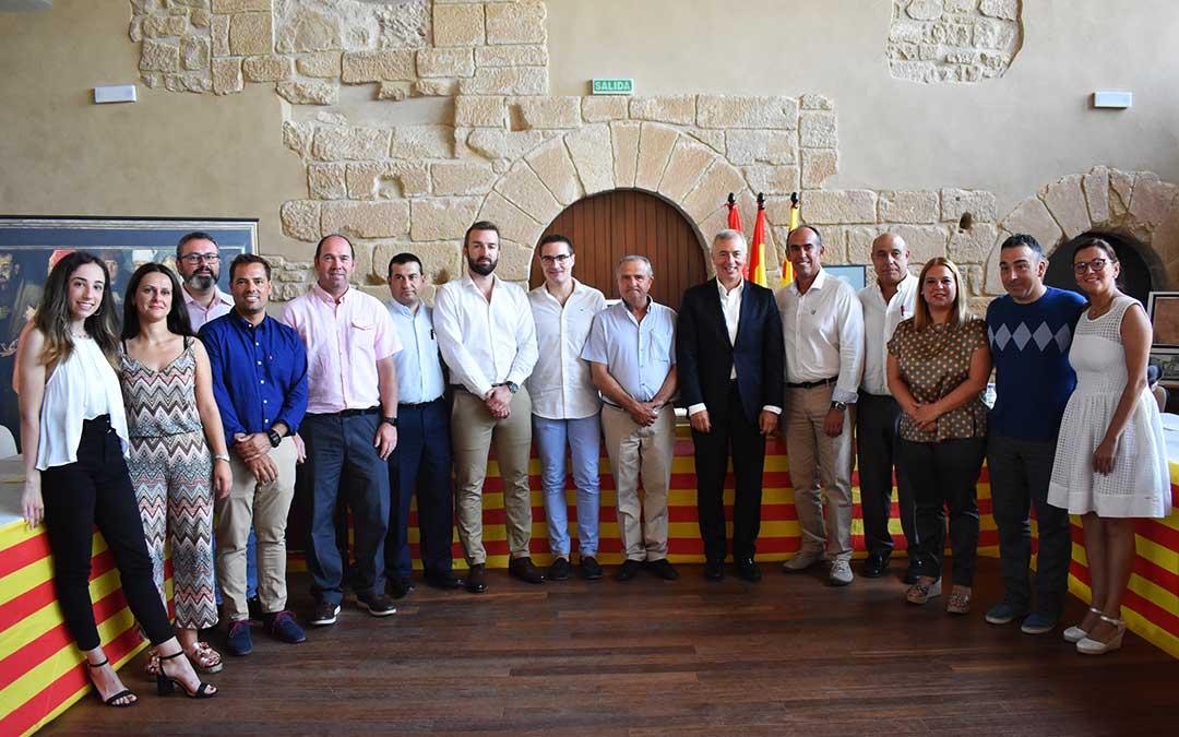 Consejeros de PP y Ciudadanos durante el acto de investidura, con Cristian Poblador y Joaquín Llop en el centro, acompañados por Javier Campoy.