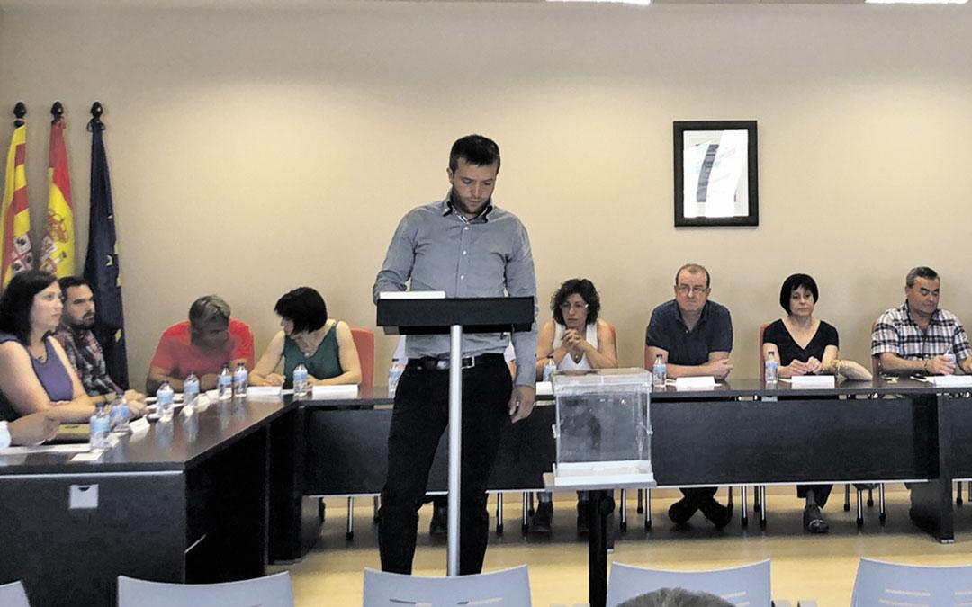 Roberto Rabaza, tomando posesión de su nuevo cargo como presidente.
