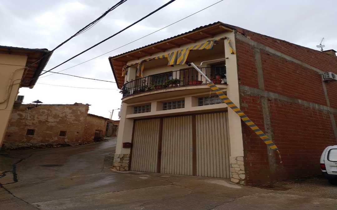 El toldo de una casa de Albalate, que se ha roto con la tormenta