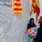 n La viuda de Joaquín Gracia recibió muestras de apoyo y cariño y le regalaron un ramo de flores.
