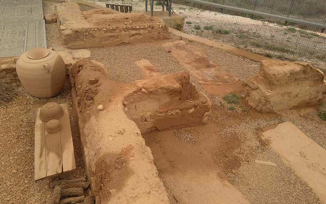 Los restos mojados tras la lluvia, que causa daños «irrecuperables»./ Vida Primitiva