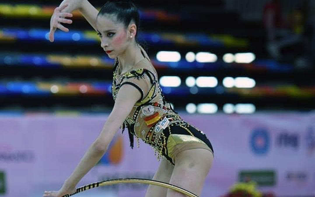 La gimnasta Alba Bautista durante una competición./ Inés Cañas
