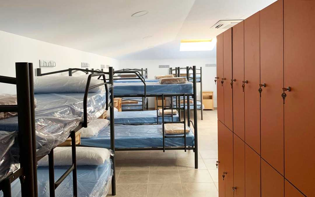 Imagen de una de las nuevas habitaciones del albergue, con taquillas.
