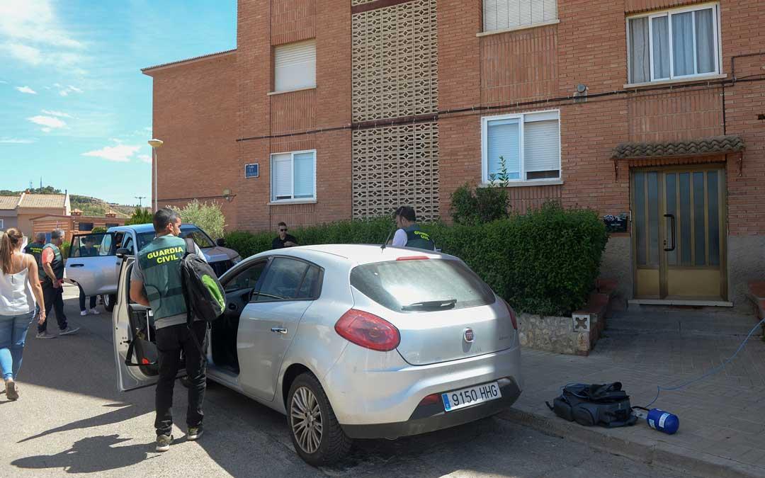La Policía Judicial siguió recabando pruebas en la casa este jueves. Foto: Jorge Escudero / Heraldo