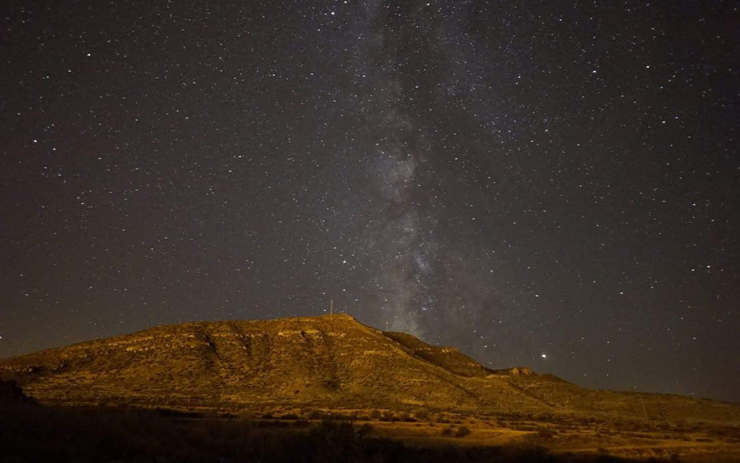 La actividad incluye una clase de fotografía nocturna para conseguir imágenes como esta del cielo de Ariño./ Juan Carlos Peguero