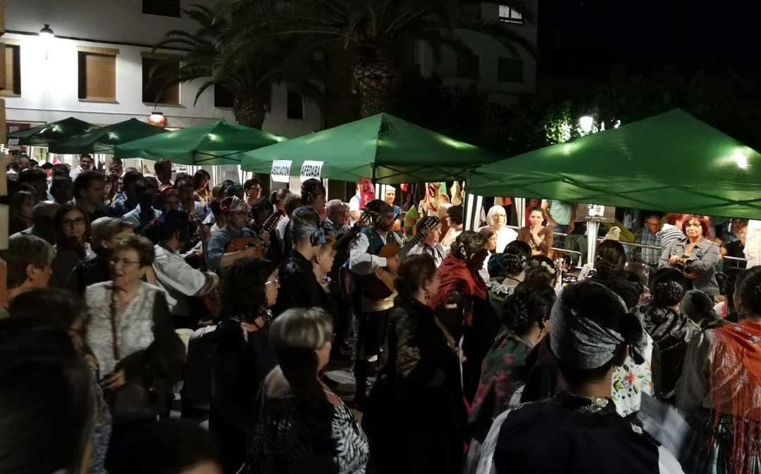 Calanda llena las calles para disfrutar del XI Mercado Nocturno