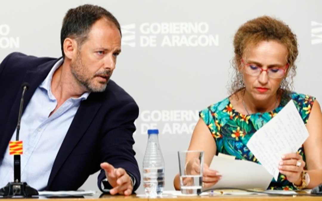 La SGT del Departamento de Educación, Cultura y Deporte, Estela Ferrer, y el director general de Innovación y Formación Profesional, Toni Martínez, presentan los principales datos sobre el inicio del curso escolar en Infantil y Primaria./ Gobierno de Aragón.
