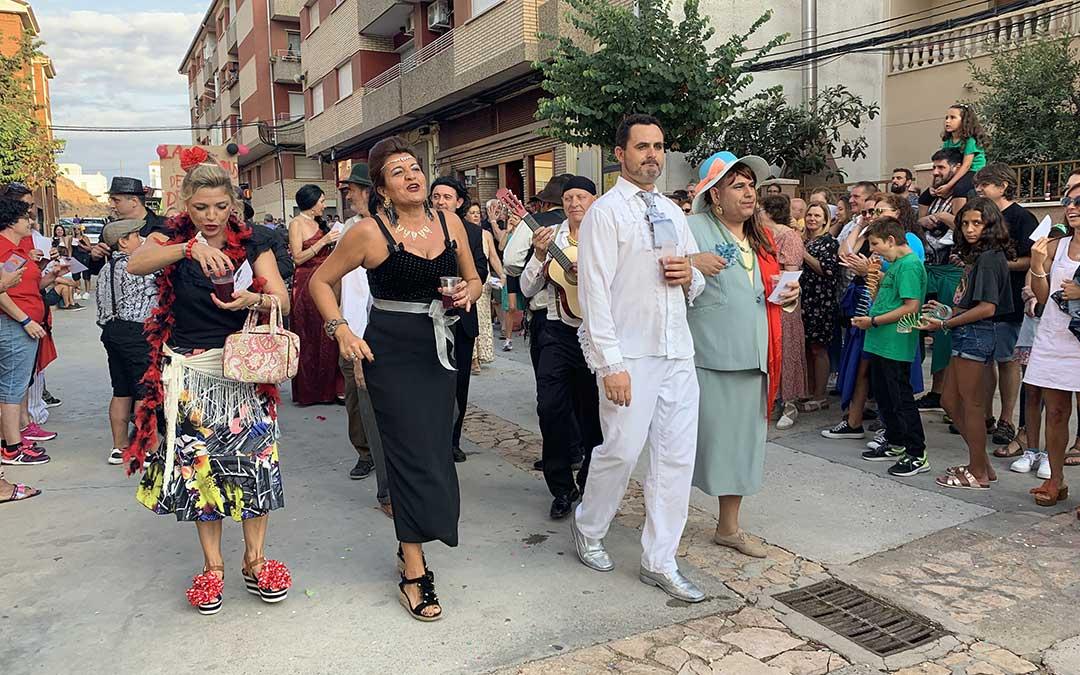 Desfile de carrozas en Híjar