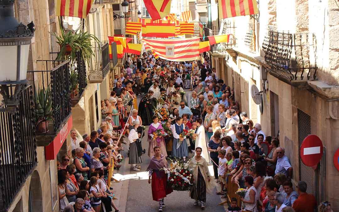 Imagen de la ofrenda de Maella, enmarcada en sus fiestas patronales./
