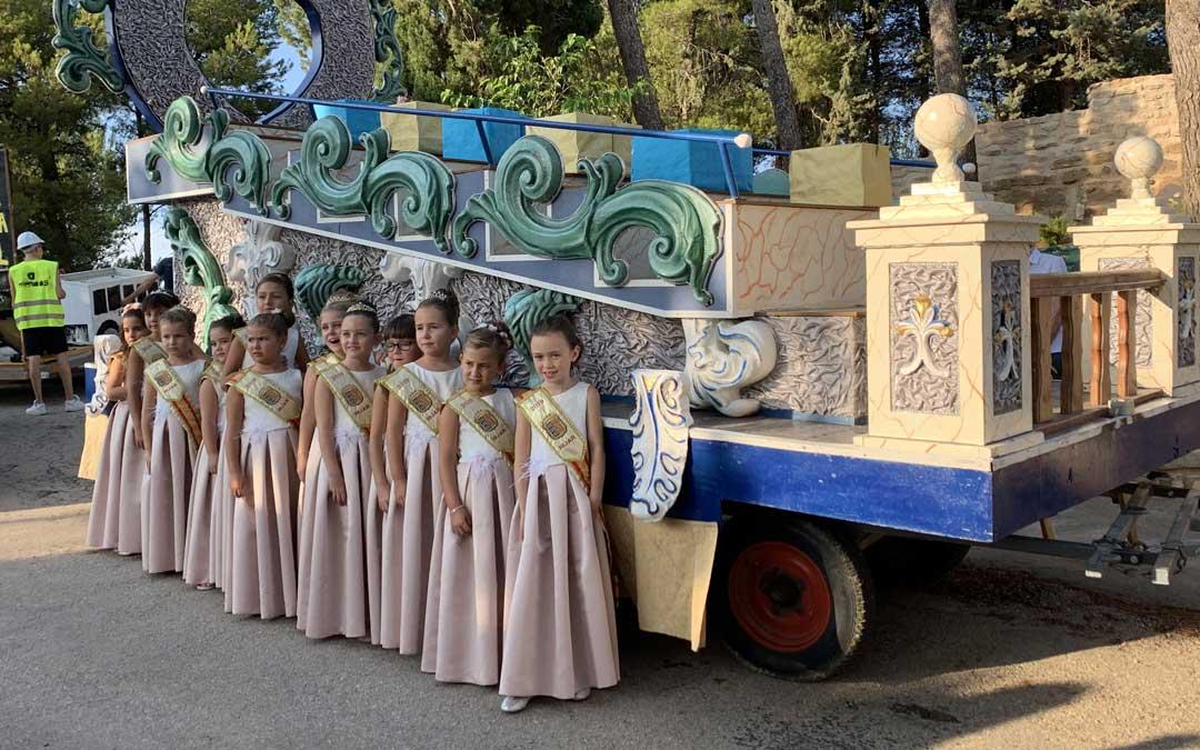 Las reinas de Híjar son las grandes protagonistas de los días grandes. En imagen, las infantiles// E.P