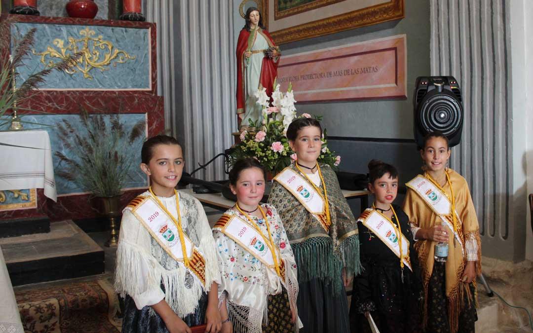 Las damas infantiles han estado presentes en la procesión y en la misa en honor a Santa Flora// E.P
