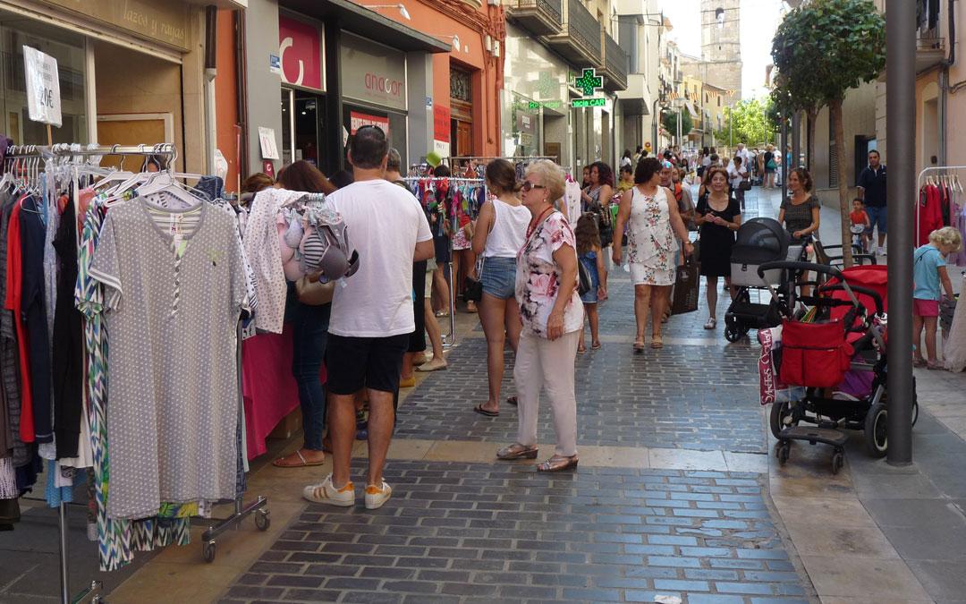 La calle Blasco de Alcañiz ha recibido un gentío importante durante toda la mañana// E.P