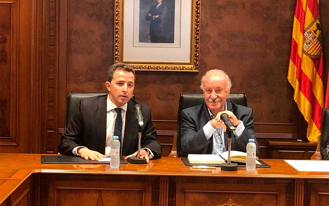 Vicente del Bosque renueva como Embajador del Melocotón de Calanda