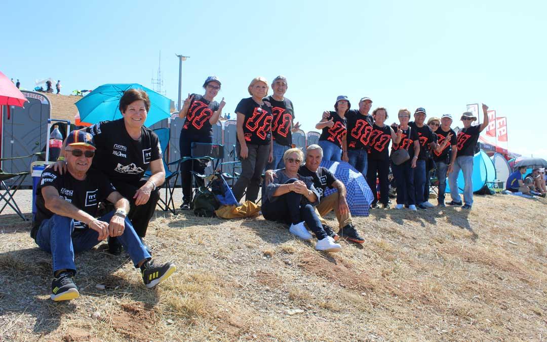 Fans del joven piloto valenciano, Álex Escrig, piloto de Rookies Cup. / B. Severino