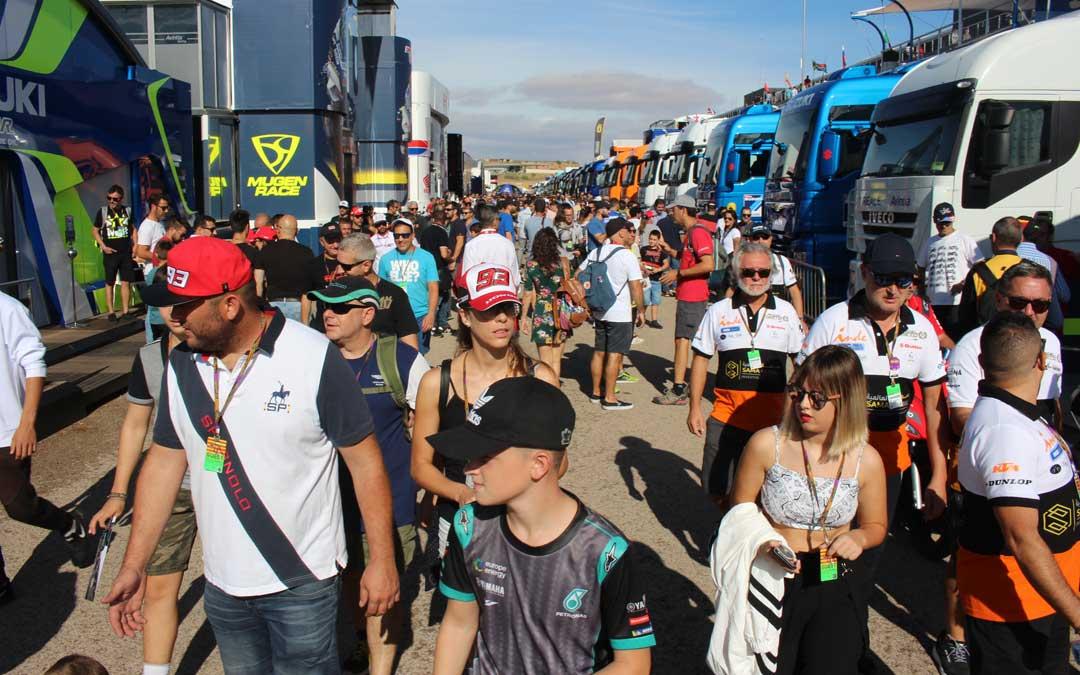 Ambiente de domingo en el paddock de Moto GP. / L. Castel