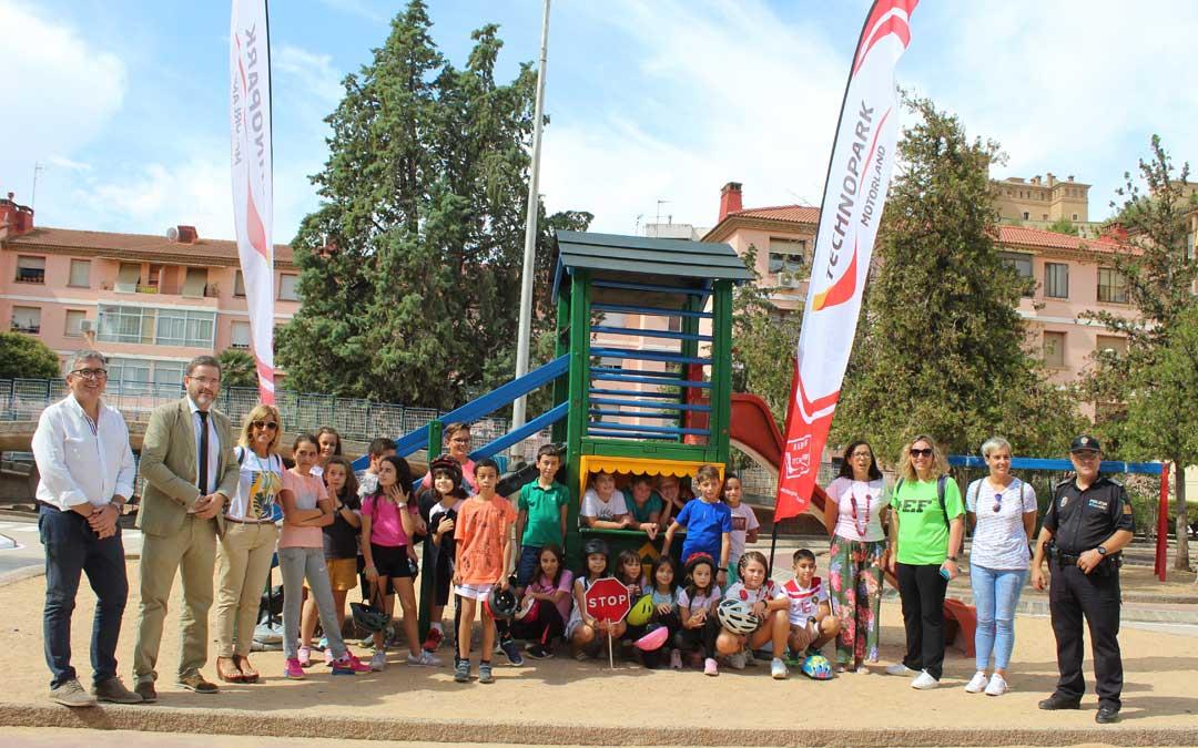Foto de familia con el último grupo de los escolares del Emilio Díaz en las jornadas de seguridad vial con Technopark. / B. Severino