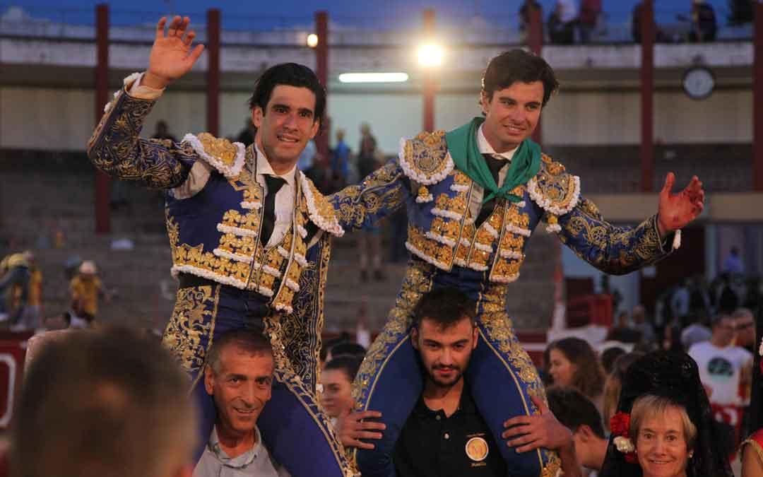 Toñete y López Simón salieron por la puerta grande. C. Serret