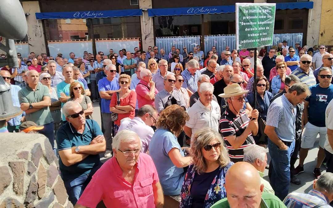 Concentración de personal pasivo y prejubilado de Endesa en Andorra. /Foto: Linares