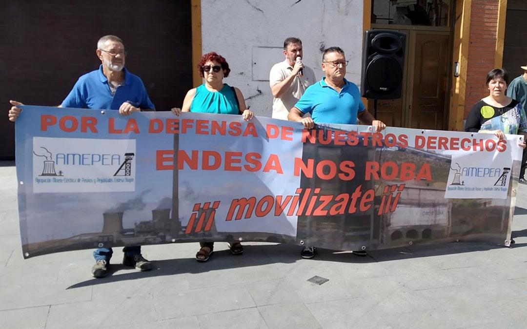 Concentración de AMEPEA en Andorra. / Fotos: Linares