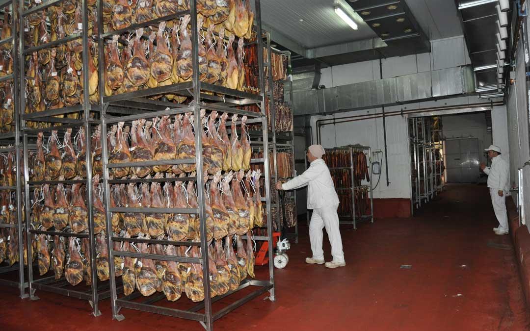 Imagen de uno de los secaderos de Grupo Arcoiris en el Matarraña