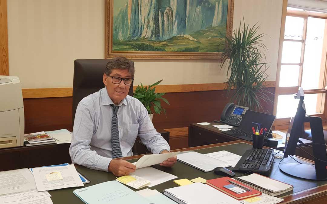 Arturo Aliaga, este martes, en su despacho en la consejería de Industria de DGA