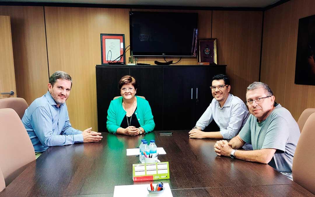 Representantes municipales de Caspe y Alcañiz en la reunión.