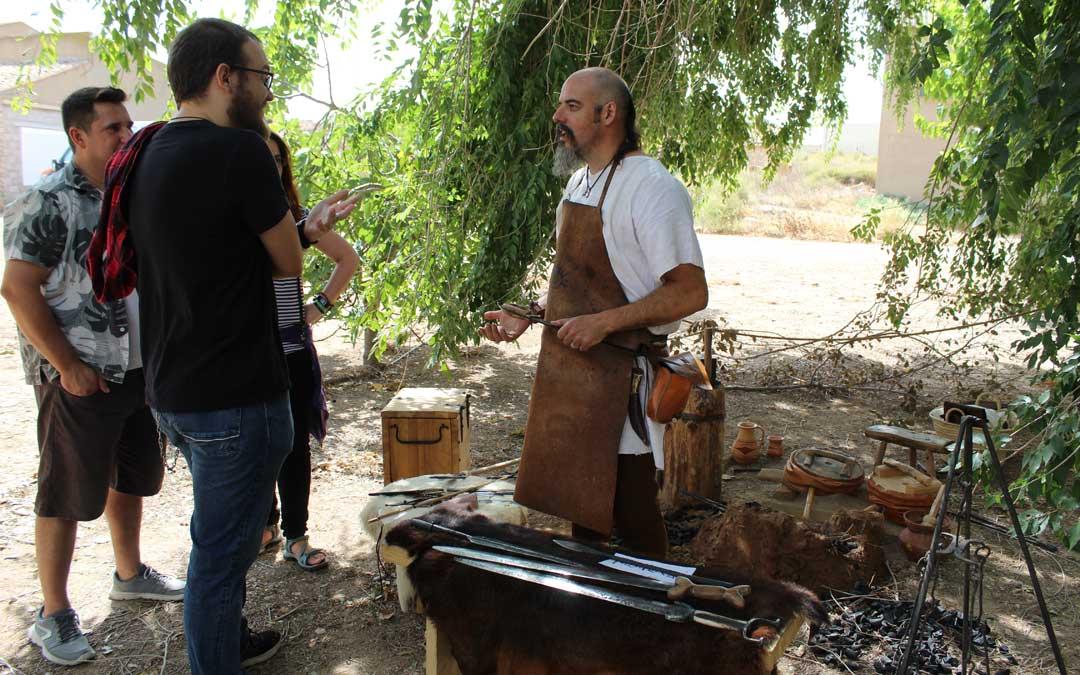David Castillo, de Azaila, instaló su fragua en Sedeisken. / B. Severino