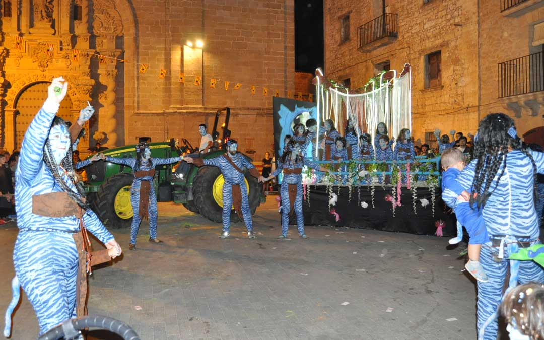 Hasta 10 carrozas desfilaron por las calles valjunqueranas
