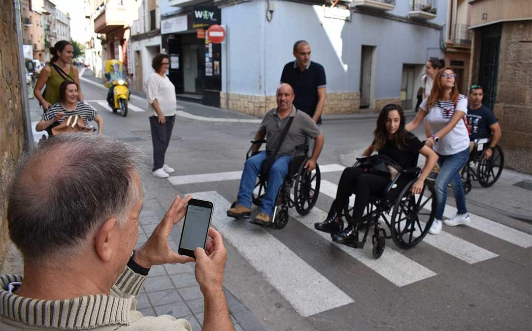 ASADICC propone un paseo en silla de ruedas por Caspe