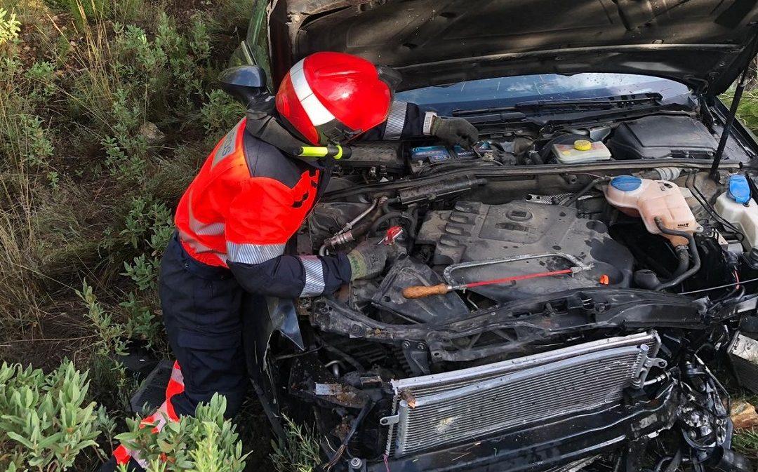 Accidente en la N-232: excarcelan ilesos a los ocupantes de un vehículo