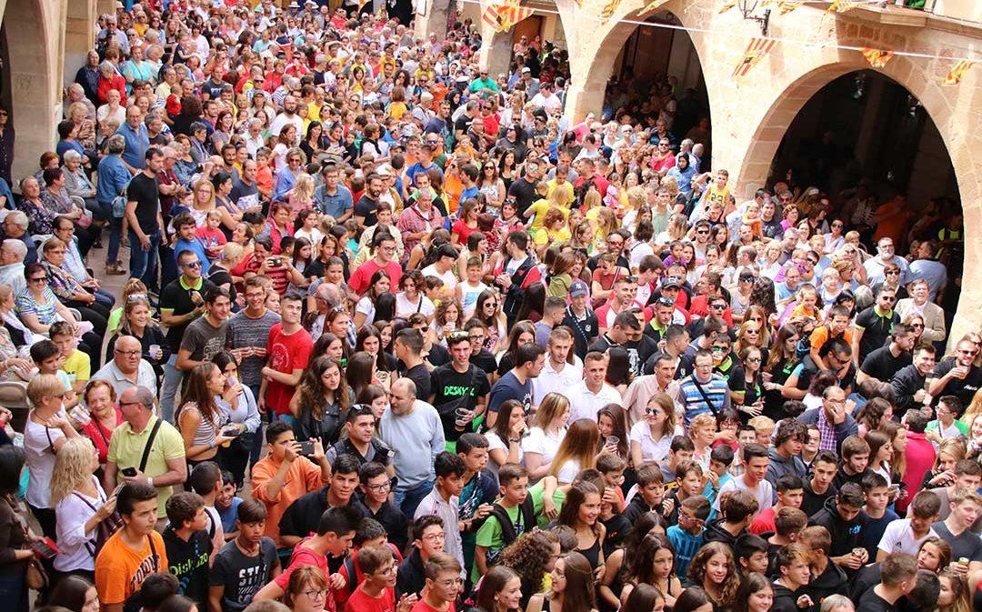 Comparsa y techno en Alcorisa