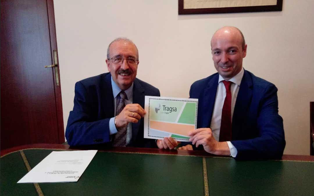El presidente de la DPT, Manuel Rando, y el presidente de FEGA, Miguel Ángel Riesgo, durante la firma./ DPT.
