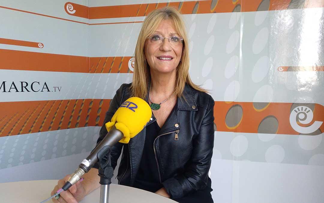 Encarna Samitier, directora de 20minutos, tras la entrevista en Radio La Comarca./ A.M.