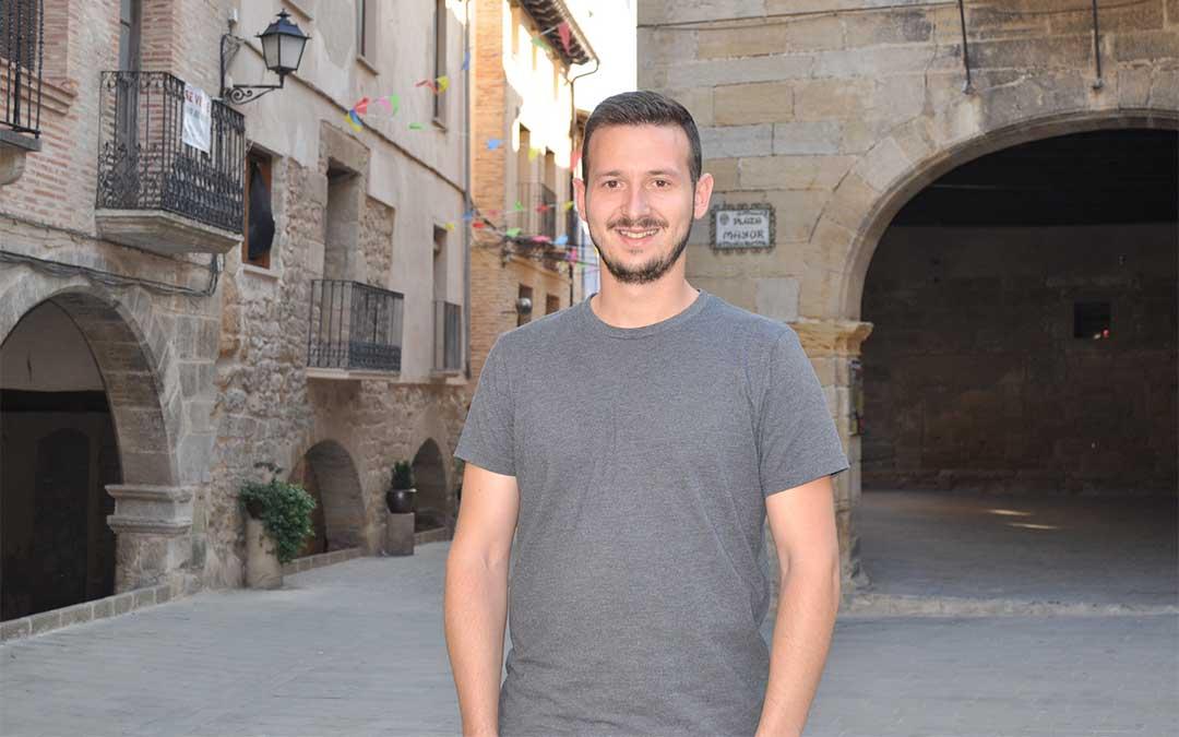El alcalde de La Fresneda decidió volver de Zaragoza para quedarse a vivir en La Fresneda./ Javier de Luna.
