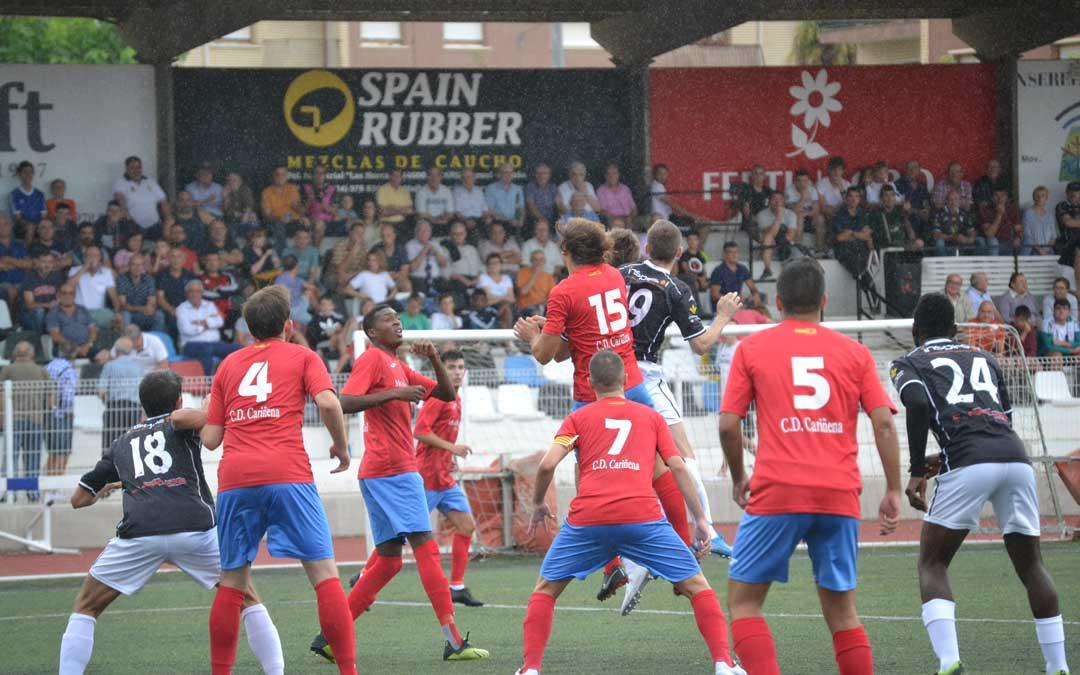 El Alcañiz logró una trabajada victoria ante el Cariñena por 2 a 0