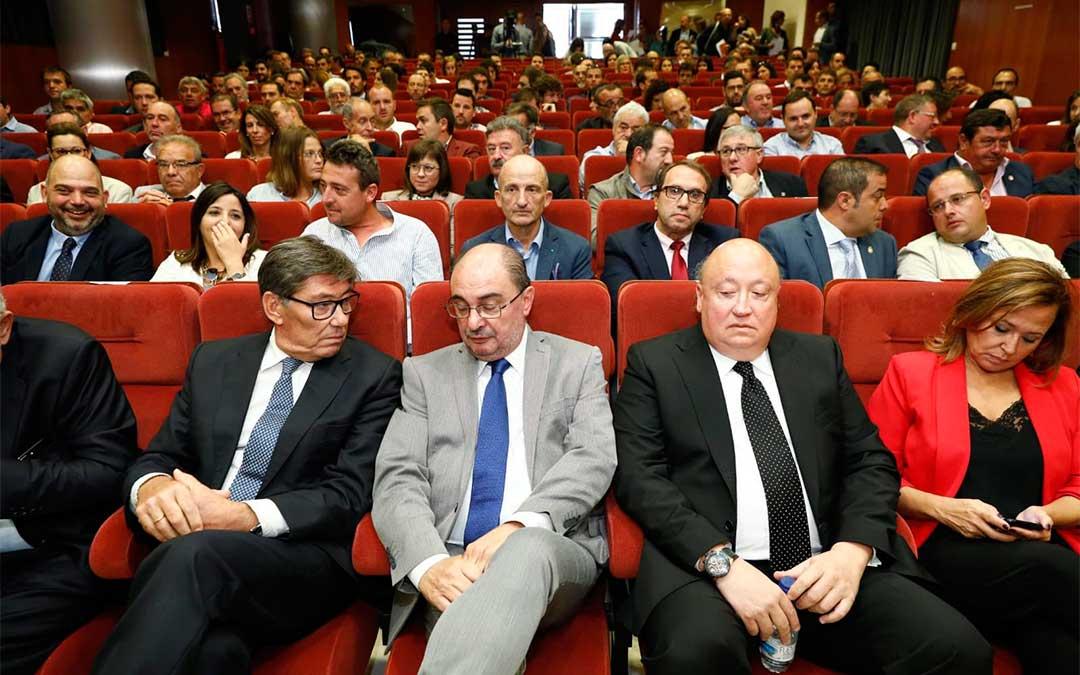Arturo Aliaga, Javier Lambán y Mayte Pérez durante el anuncio de Forestalia en la delegación territorial del Gobierno de Aragón en Teruel./ DGA