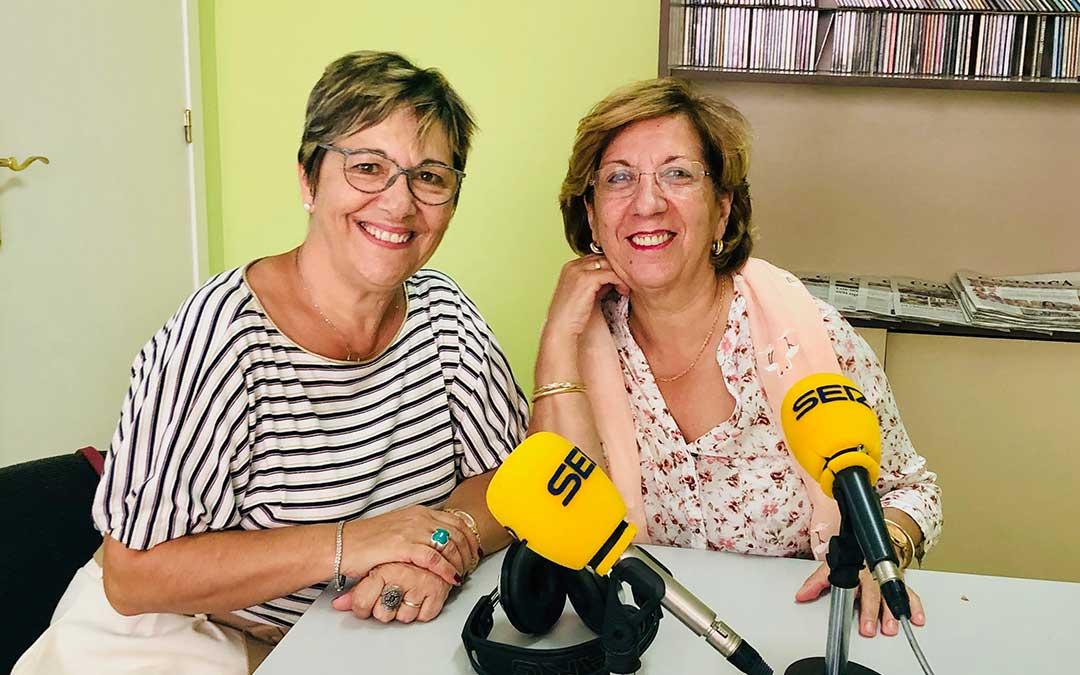 Mari Bondía, presidenta Asociación de la Mujer Caspolina, y Pilar Herrero, de la junta.