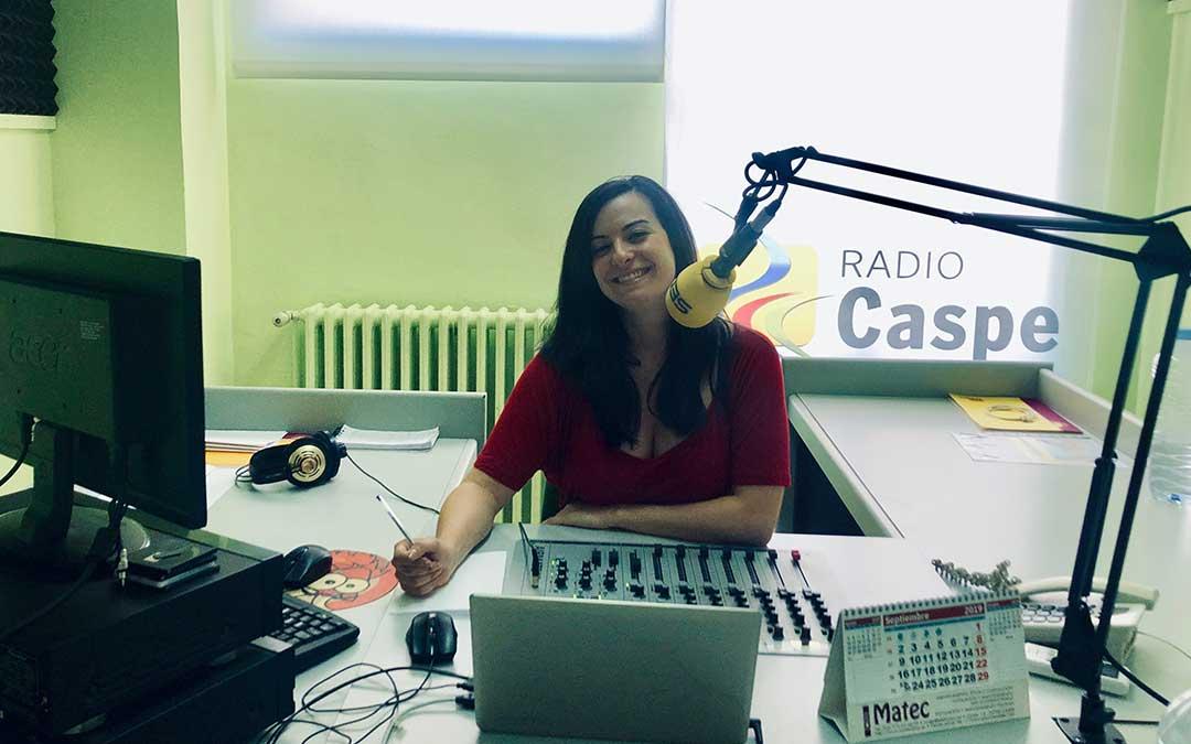 Laura Quílez es la presentadora de Hoy es tu día, en Radio Caspe.