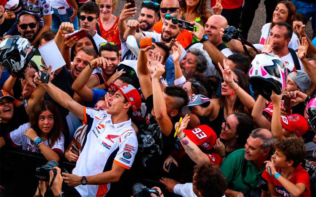 Marc Márquez en el pit lane walk celebrado el jueves./ Agency Sport Media