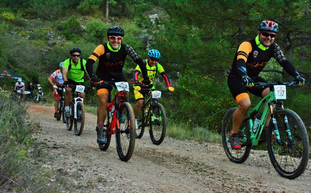 Más de 200 ciclistas participan en Montalbán en el bike trail más solidario