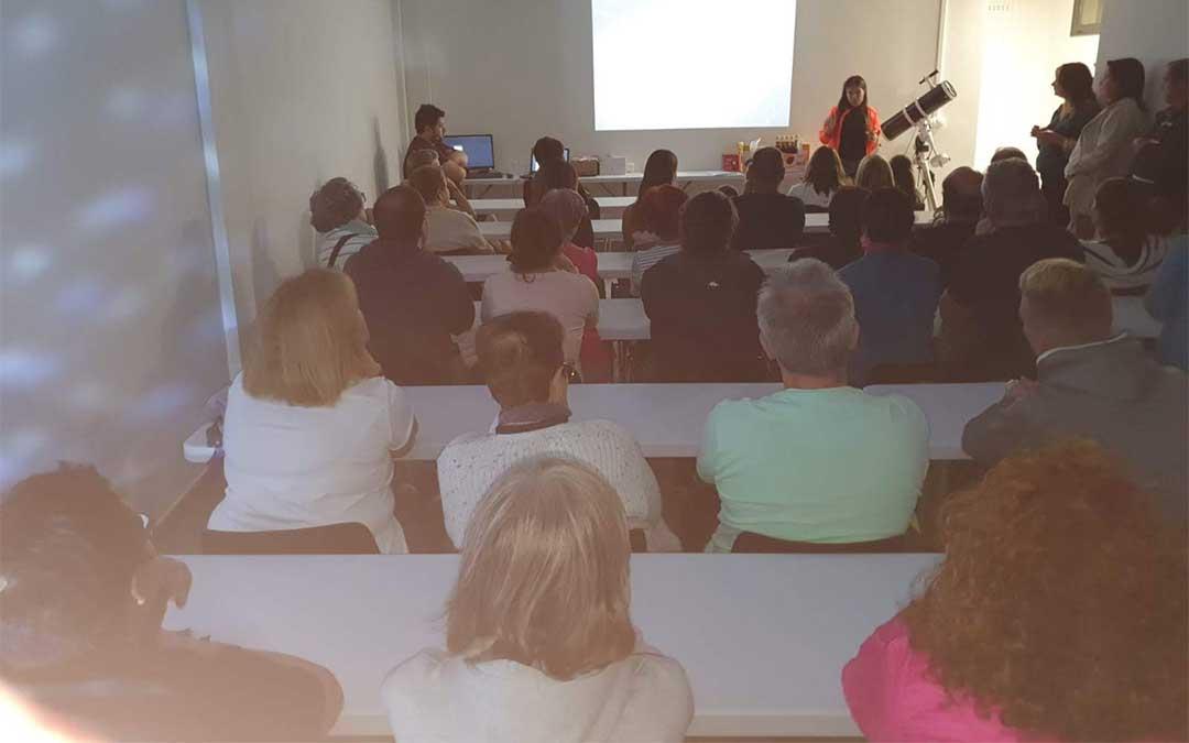 Cerca de 200 personas asistieron el sábado al acto inaugural del nuevo observatorio astronómico de Aliaga.