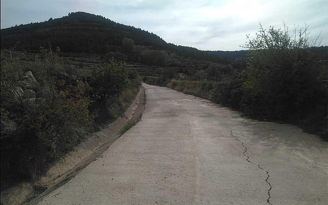 Una de las pistas de acceso al coto micológico del Maestrazgo./ Cristina Mallén.