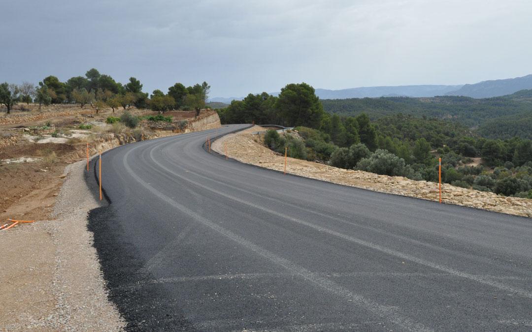 Los trabajos han permitido renovar un nuevo tramo de la carretera que comunica La Portellada, Ráfales y Fórnoles con Valderrobres