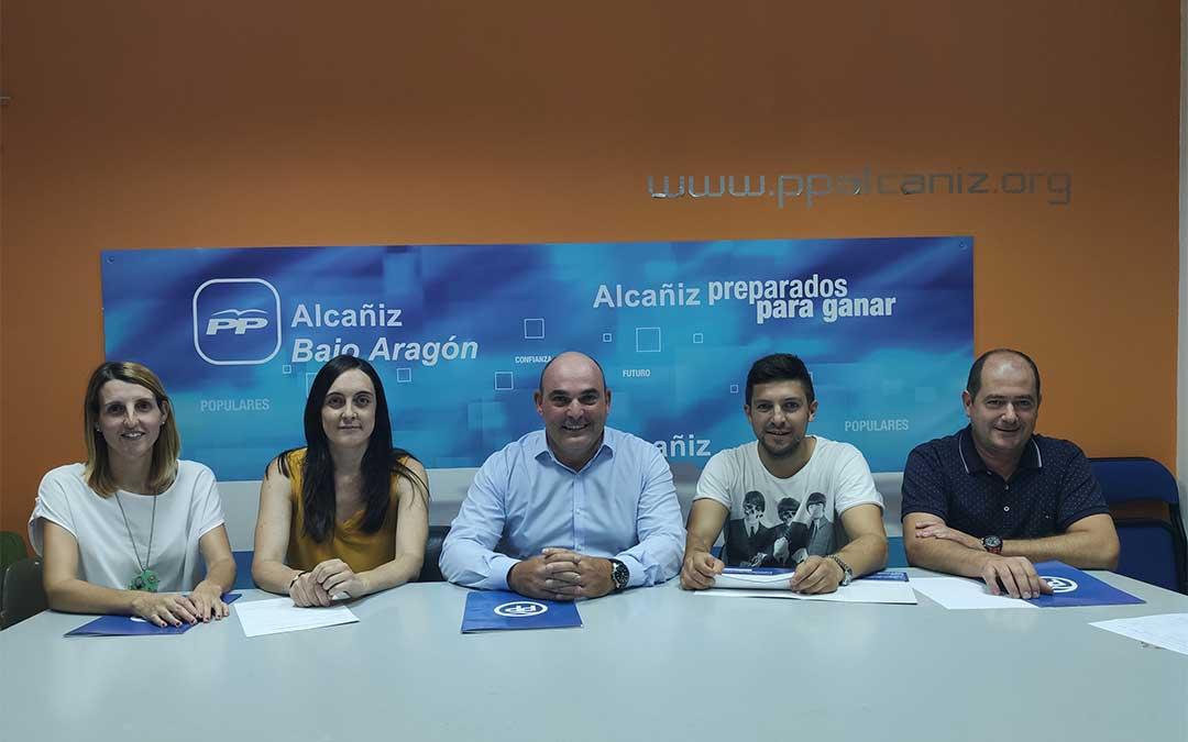 Los cinco concejales del PP Alcañiz./ PP Alcañiz../ PP Alcañiz.